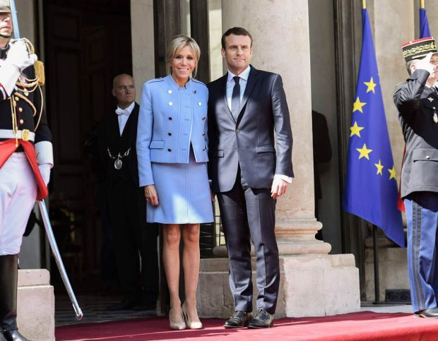 French newly elected President Emmanuel Macron poses with his wife Brigitte Trogneux at the Elysee presidential Palace
