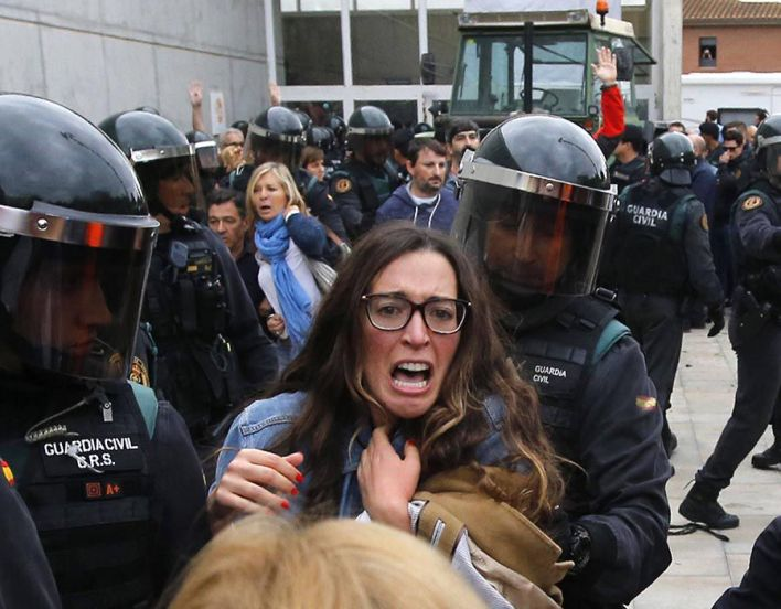 People clash with Spanish Guardia Civil