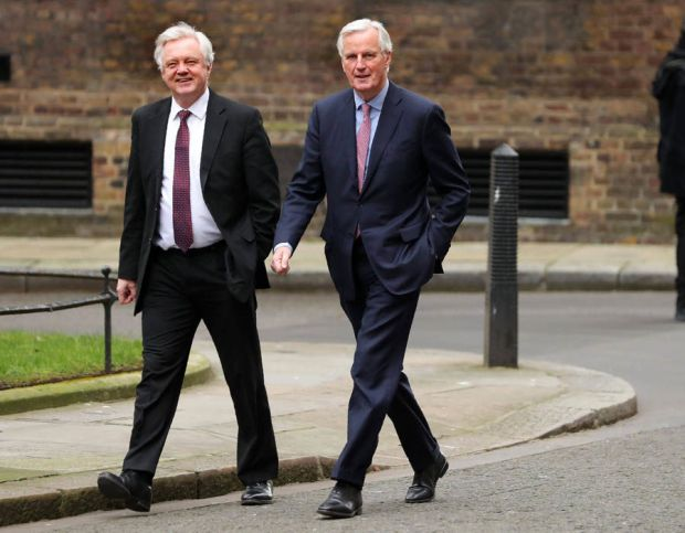 Michel Barnier and David Davis head to Downing Street for lunch meeting
