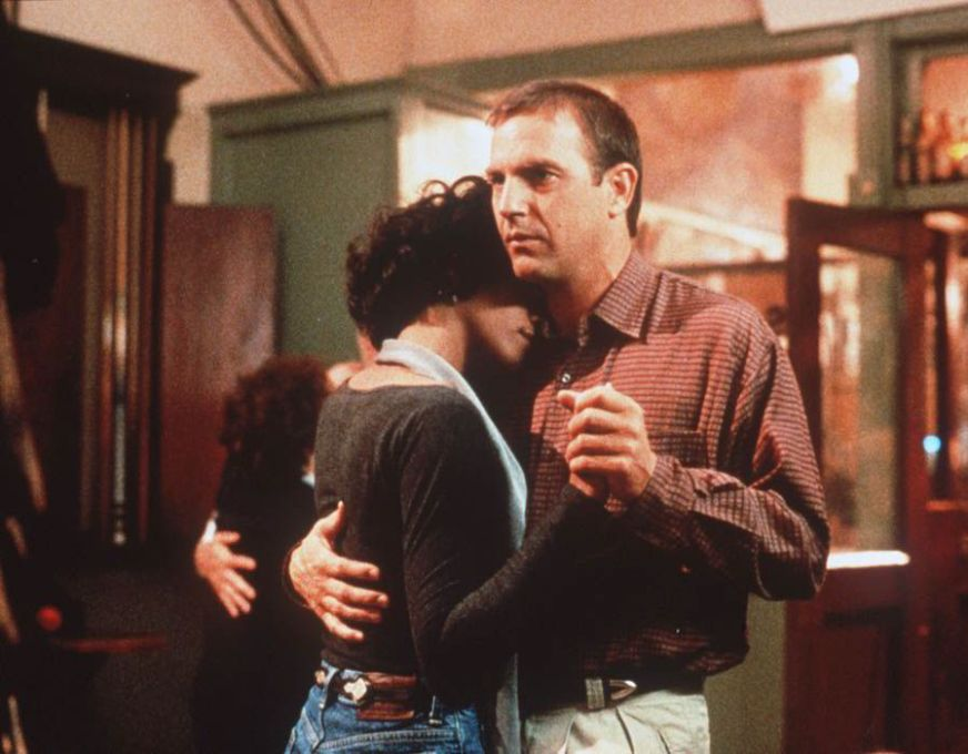 Whitney Houston and Kevin Costner as Rachel and Frank in ...