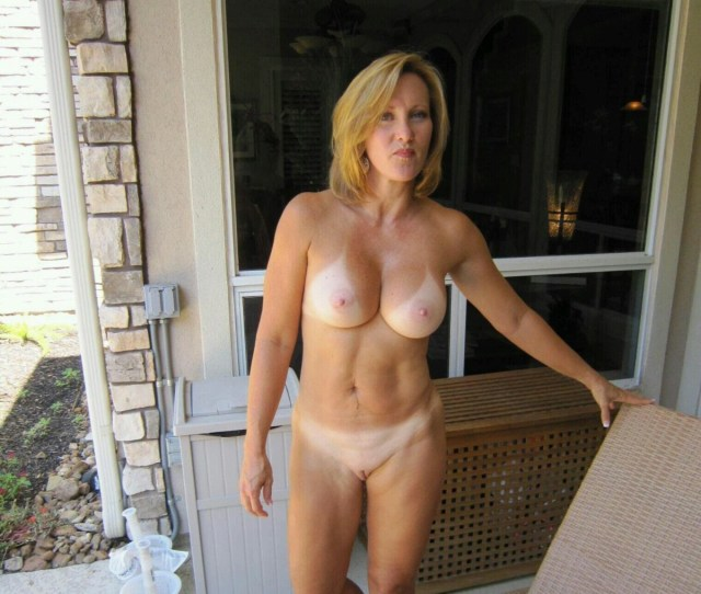 Amateur Horny Housewives Woman With Nice Boob