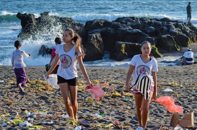 Teenage founders of ByeBye Plastic Bags