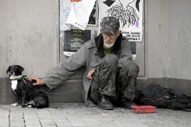 Znalezione obrazy dla zapytania bezdomni zdjecia