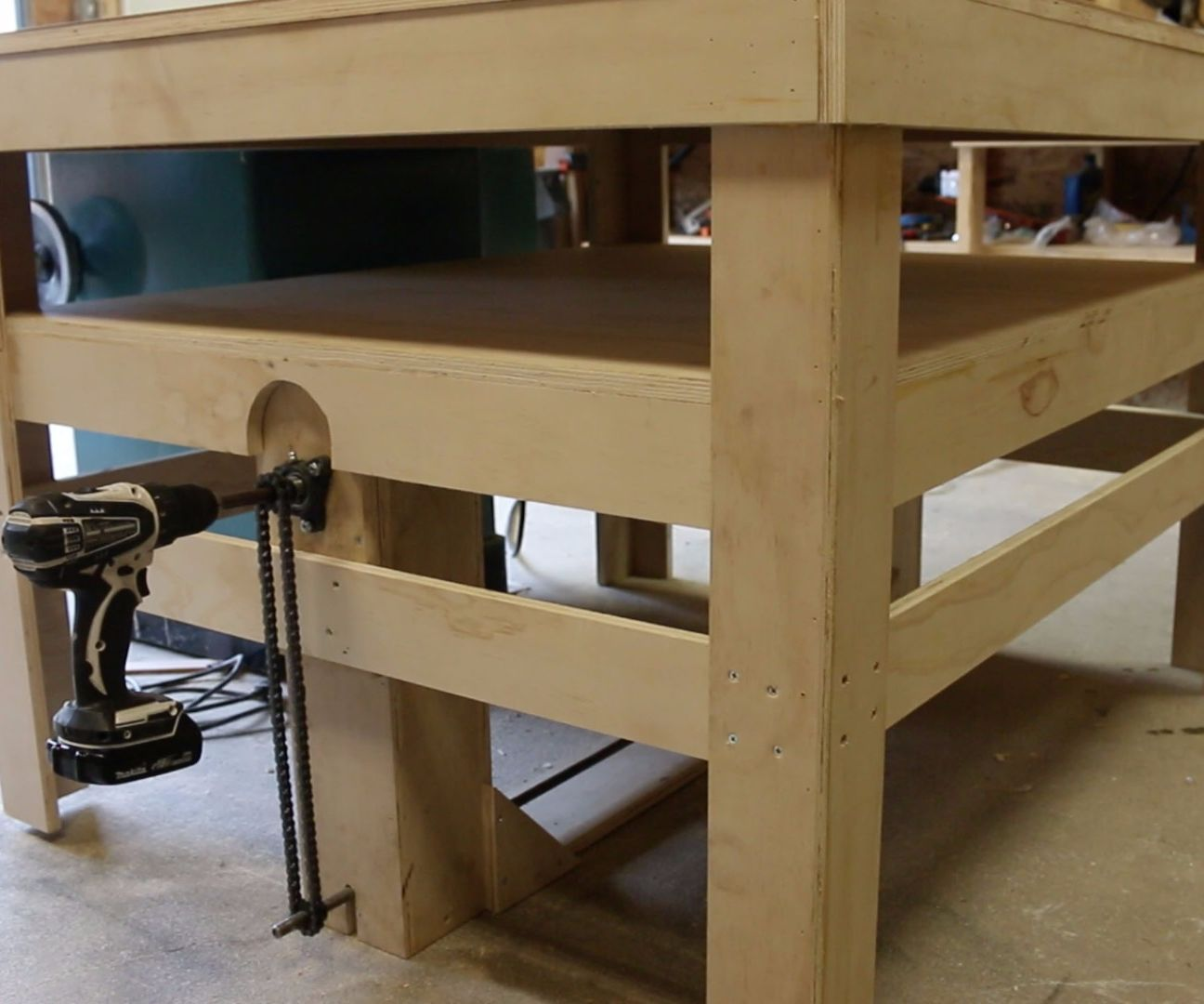 Drill Powered Adjustable Height Work Bench 7 Steps With