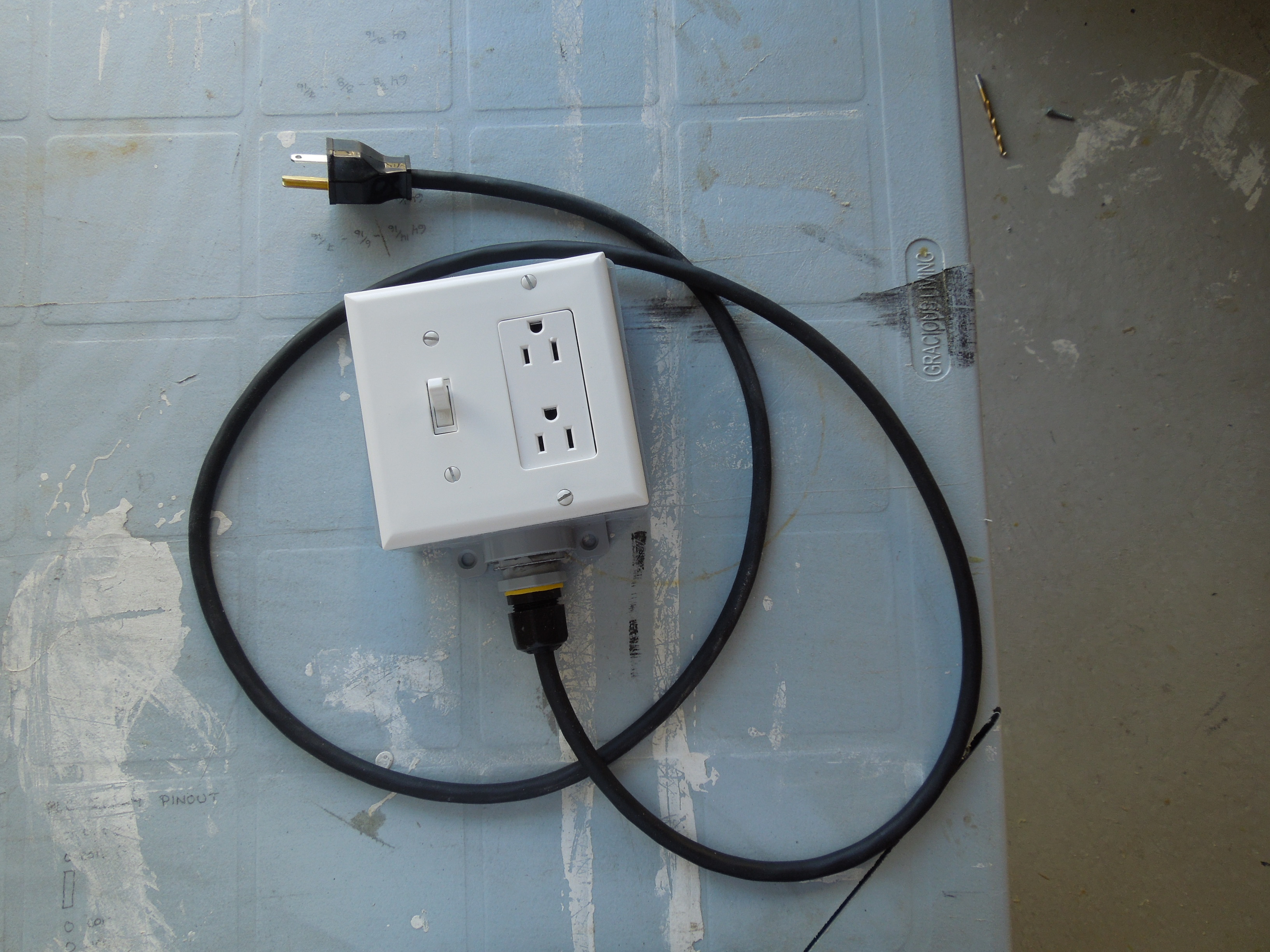 diy extension cord with built in switch safe quick and simple 5 steps [ 2100 x 1575 Pixel ]