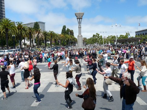「flash mob」の画像検索結果