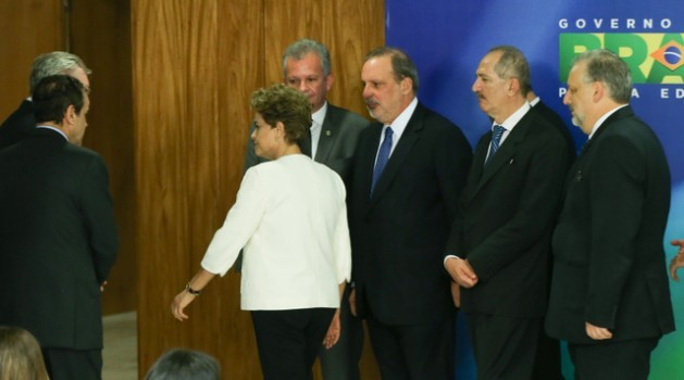 Brazilian President Dilma Rousseff next to advisers with worried faces, after addressing the media, shortly after the announcement of the impeachment trial. Credit: Lula Marques/ Agência PT