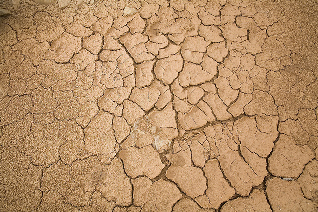 Dry, cracked soil. Credit: Mauricio Ramos/IPS