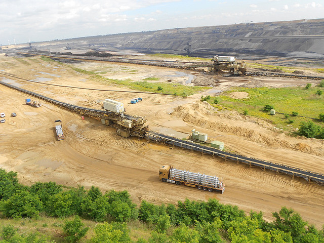 A part of the Garzweiler open-pit lignite mine, in North Rhine-Westphalia. One of the greatest challenges facing the energy transition in Germany is the future of this polluting fuel. Credit: Emilio Godoy/IPS