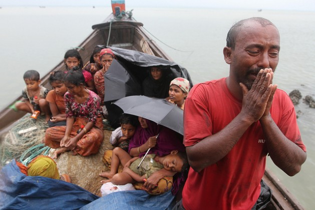 Rohingya refugees from Myanmar refused entry by border guards in Bangladesh in 2012. Credit: Anurup Titu/IPS