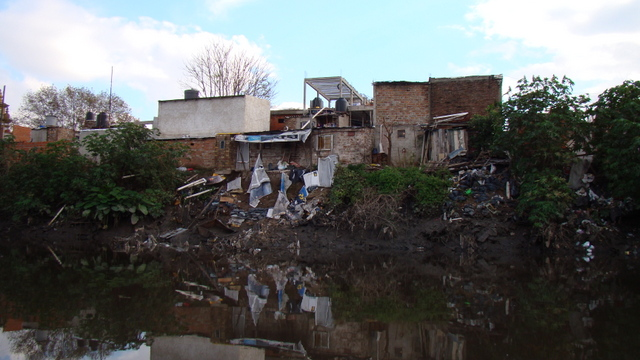 Thousands of poor families living along the Riachuelo en Buenos Aires face serious environmental and health threats. In 2008, the Supreme Court ordered the government to relocate them, but only 3,147 of the promised 17,771 housing units have been built so far. Credit: Courtesy of FARN