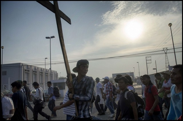 Migrants travelling across Mexico on their way to the United States replicate the Way of the Cross to symbolise the ordeal experienced by the victims of human trafficking in the region, which generates some seven billion dollars a year in profits. Credit: Ximena Natera/ Pie de Página