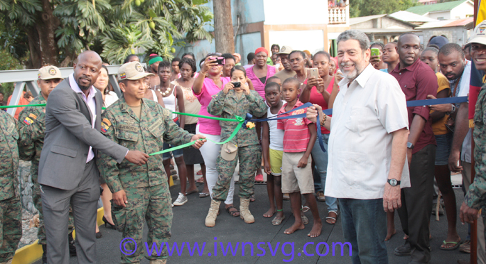 Prime Minister Dr. Ralph Gonsalves And Ecuadorian Army Engineers Pose On The Bridge In Plan, Chateaubelair. (Photo: Zavique Morris-Chance/Iwn)
