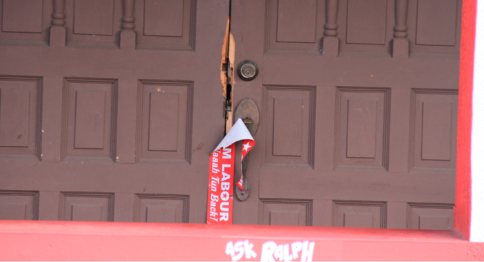 The Burglars Damaged The Main Entrance To The Building. (Iwn Photo)