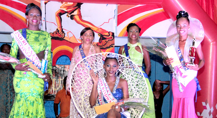 Queen Kimesia And The Other Contestants In The Pageant. (Iwn Photo)