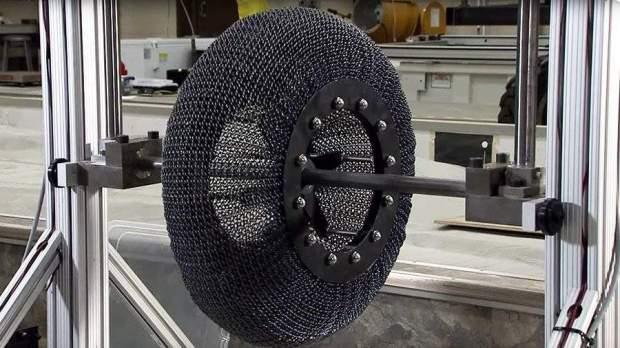 NASA создало неразрушимую, суперэластичную шину из сплава титана