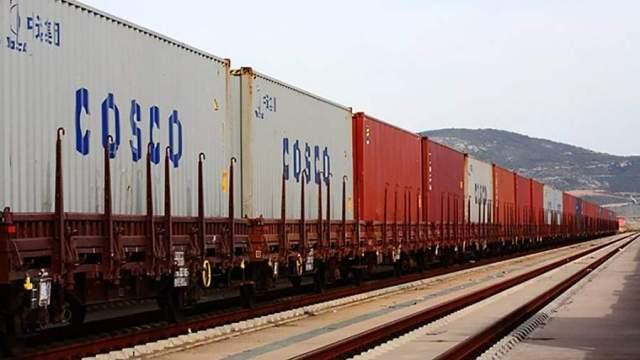 Контейнерыкомпании COSCO Shipping на железнодорожных платформах в Греции