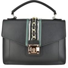Μαύρη τσάντα χειρός με μεταλλικές λεπτομέρειες BC18022