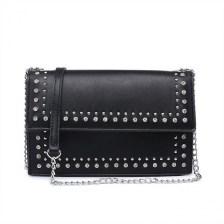 Μαύρη τσάντα ώμου με αλυσίδα 8433