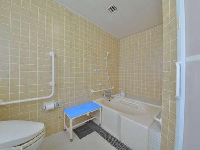 【ホテルビナリオ嵯峨嵐山】ユニバーサルルーム(ツイン・17.5平米)バスルーム