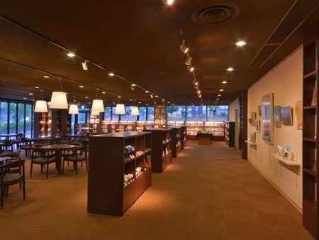 【ホテルビナリオ嵯峨嵐山】館内にある本と雑貨がたのしめるカフェ ブック&カフェTutti