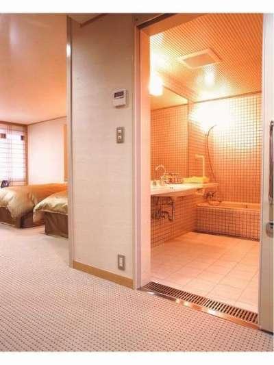 【ホテルふせじま】バリアフリー対応和洋室のバスルーム入り口