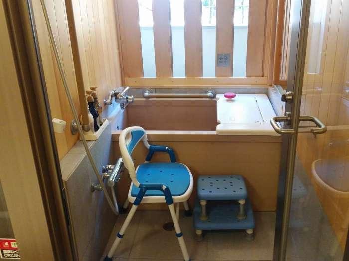 【箱根パークス吉野】温泉半露天檜風呂付・川側和洋室バリアフリー(西館)の浴室