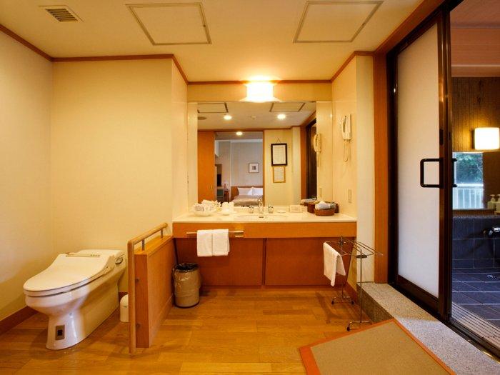【湯本富士屋ホテル】温泉付きスーペリアツインの401号室(バリアフリー対応)トイレ