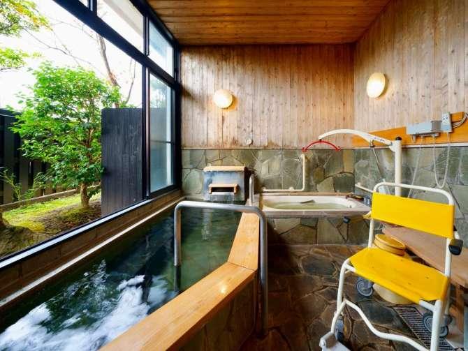やわらぎの郷やどや バリアフリー対応の貸切風呂 リフト付き湯舟