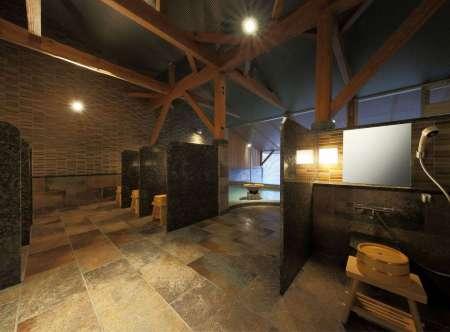 【静寂とまごころの宿 七重八重】温泉大浴場(バリアフリー対応)洗い場