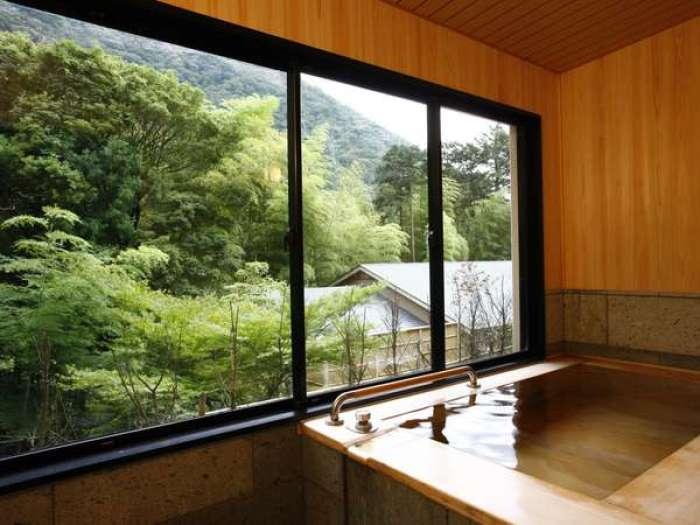 【ホテルはつはな】ひのき風呂付き和洋室ユニバーサルスタイルのバスルーム