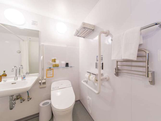【ホテル エムズ・プラス四条大宮】ユニバーサルツイン(禁煙・24平米)バスルーム・トイレ