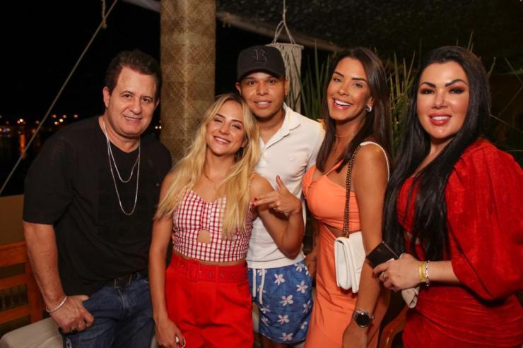 Marrona, Gabi Martins, Tierry, Ivy Moraes e Carla Faria. Foto: Márcio Buxexa
