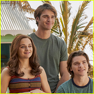 Joey King Talks About the Ending of 'Kissing Booth 3': Does Elle End Up with Noah? (Spoilers)