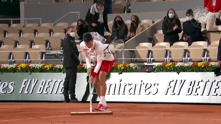 Novak Djokovic hace otra de las suyas en la central de Roland Garros