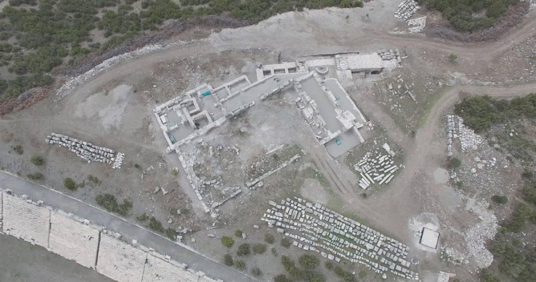 Burdur'da gün yüzüne çıktı! Kilise içindeki 30 mezarın sırrı 2