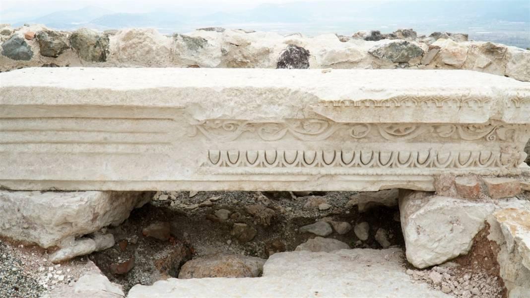 Burdur'da gün yüzüne çıktı! Kilise içindeki 30 mezarın sırrı 4
