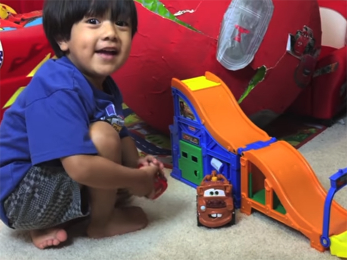 kidscreen » archive » pocket.watch syncs  ryan toys review