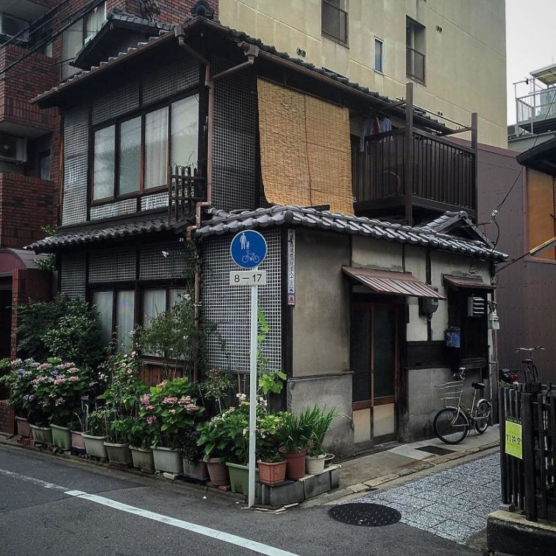 one-photographer-took-over-100-images-of-kyotos-small-yet-utterly-delightful-buildings-59bb913104496__880