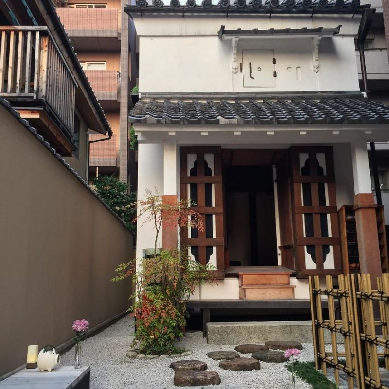 one-photographer-took-over-100-images-of-kyotos-small-yet-utterly-delightful-buildings-59bb97be84635__880