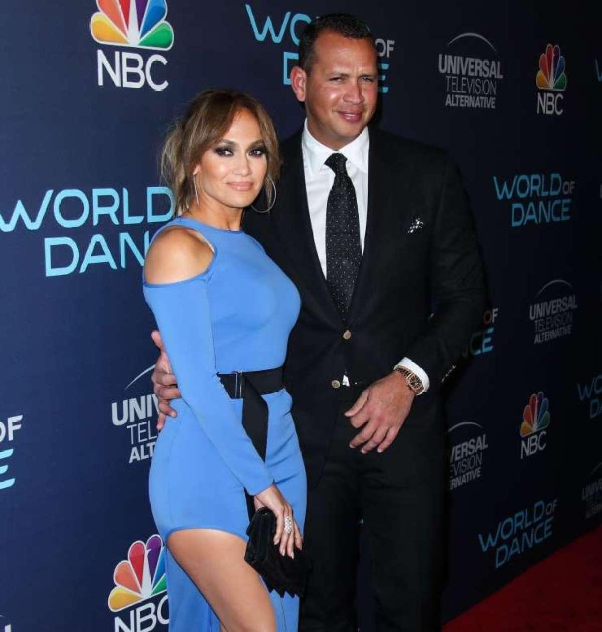 Jennifer Lopez tudi uradno samska.