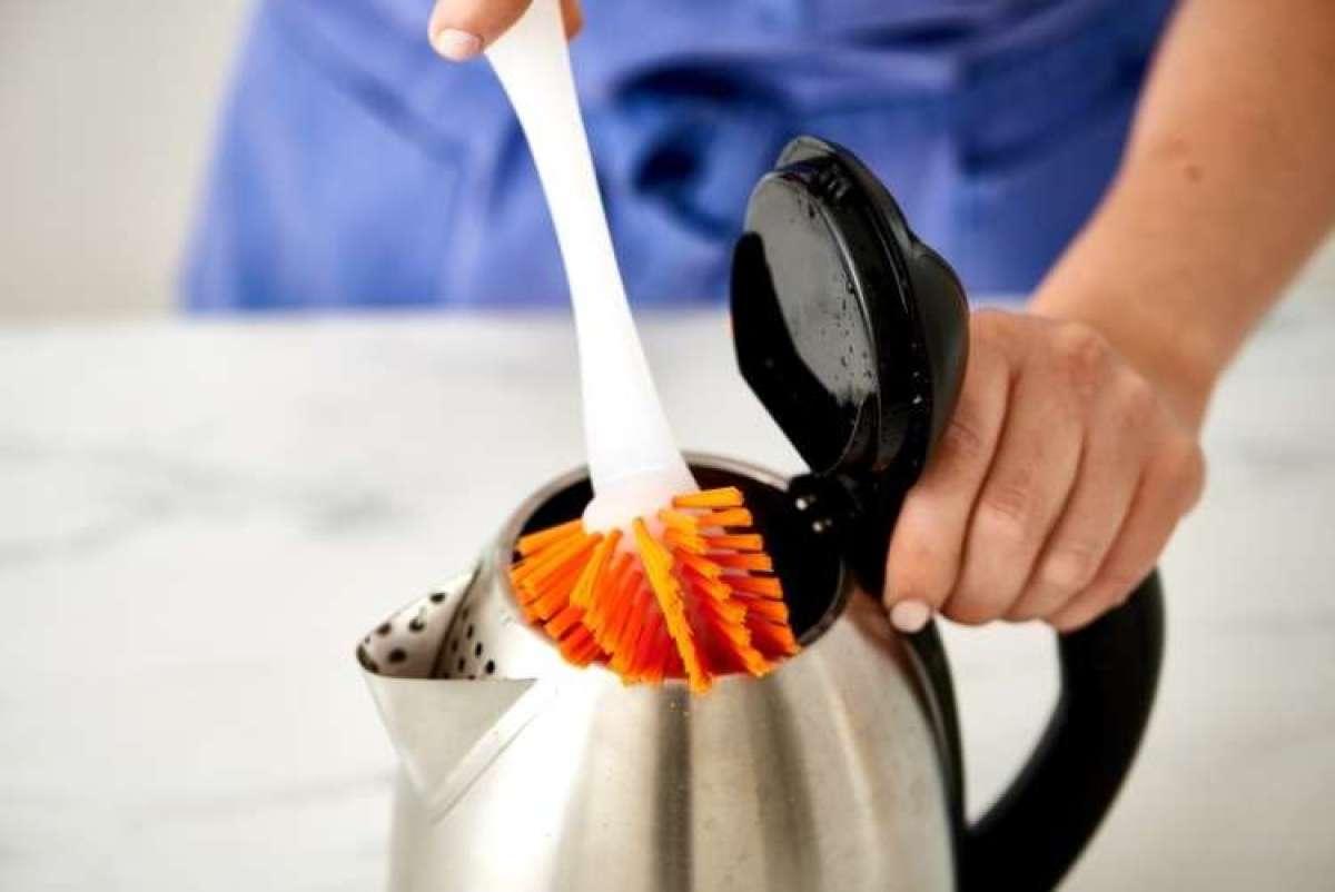Trik: Odstranjevanje vodnega kamna iz električnega grelnika za vodo.