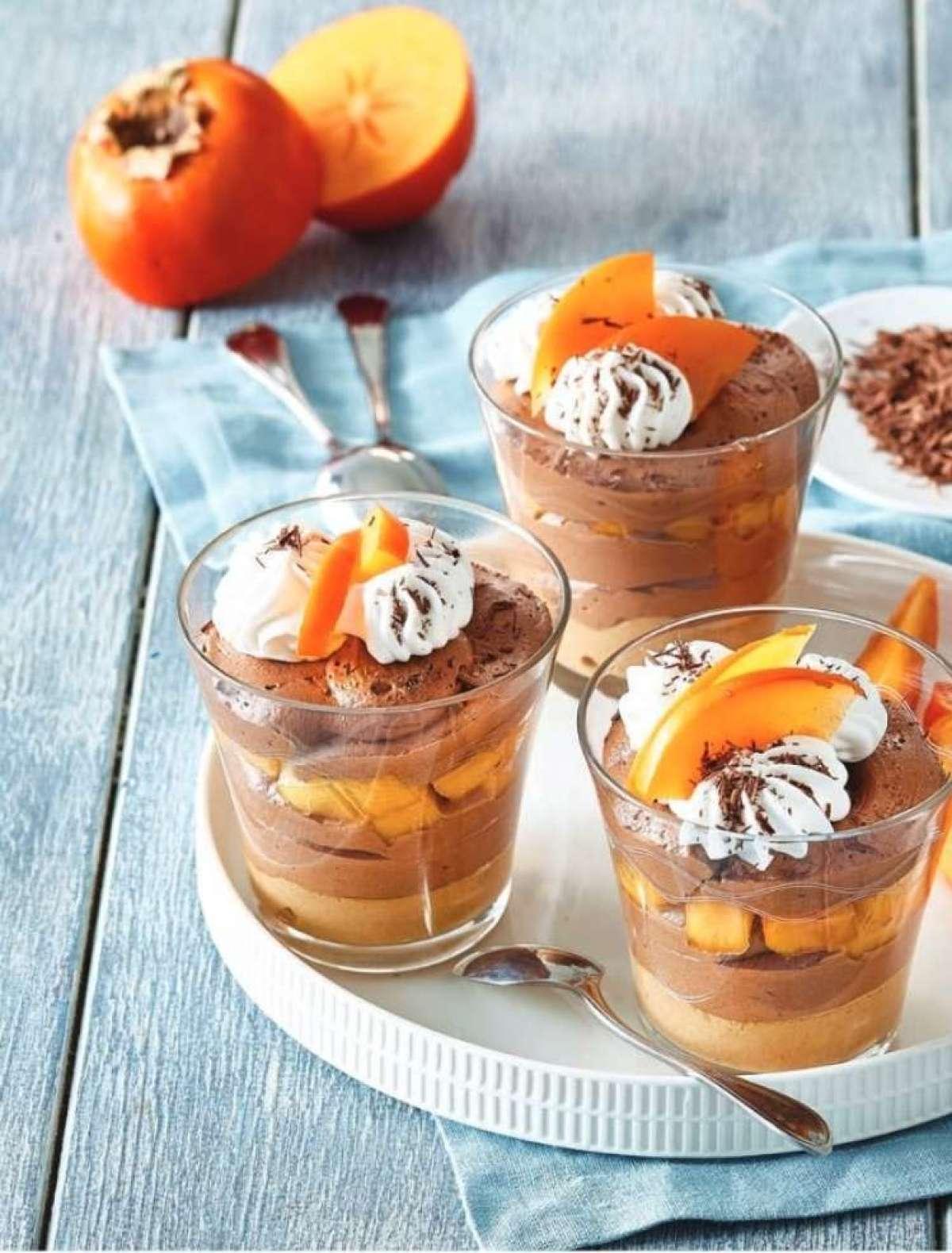 Recept: Čokoladne sladice s slano karamelo in kakiji
