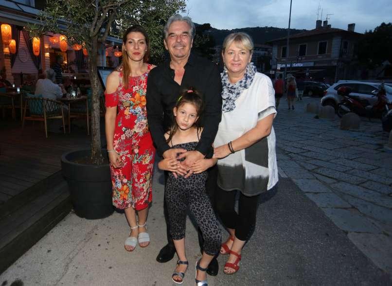 Radolfi z družino_zena Jasna, hci Sara in vnukinja Ema