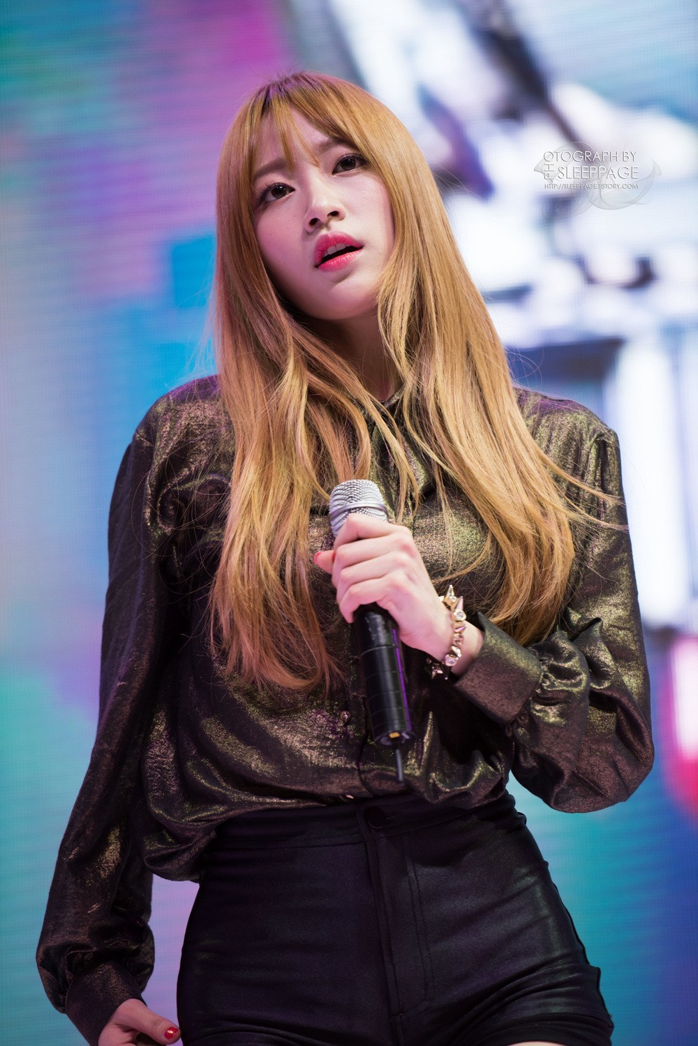 12 Photos Reveal EXID Hanis New Dirty Blonde Hairstyle