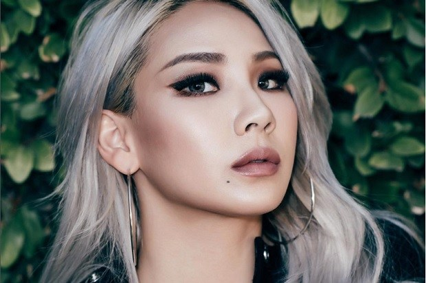 CL glances cooly at the camera!