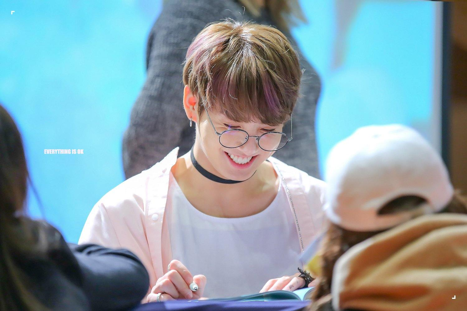 Manly Fall Wallpaper Armys Go Crazy Over How Adorable Jungkook Looks In Quot Harry