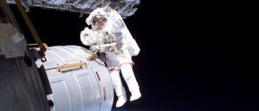 Direct-Live : Thomas Pesquet installe de nouveaux panneaux solaires sur l'ISS