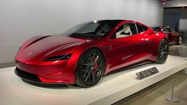 Tesla Roadster : la version de série nous réserverait (encore) quelques surprises