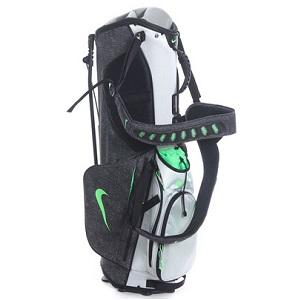 son principal atout reside dans sa grande legerete ce sac de golf nike bg0402 accuse un poids plume de 2 6kg qui est leger a transporter